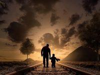 Kisah Anak Nabi Nuh As - Ilustrasi Ayah dan Anak