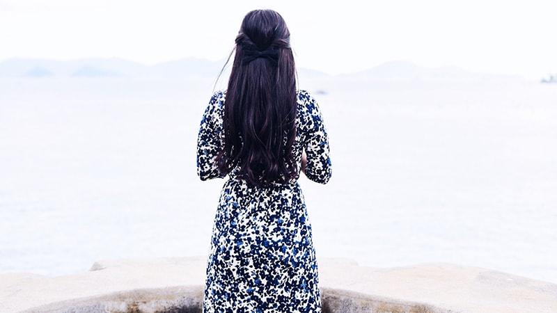 Kata-Kata Pengagum Rahasia - Punggung Perempuan