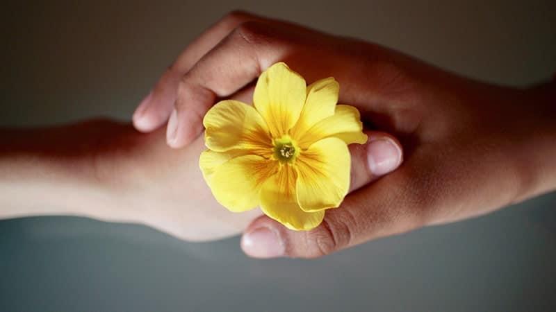 kata kata keren - berpegangan tangan