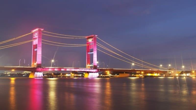 Kota Pempek - Jembatan Ampera di Malam Hari