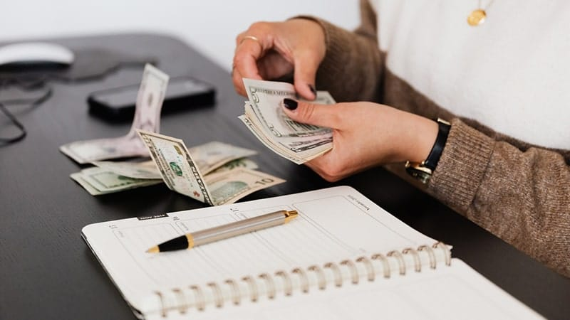 Menghitung Uang
