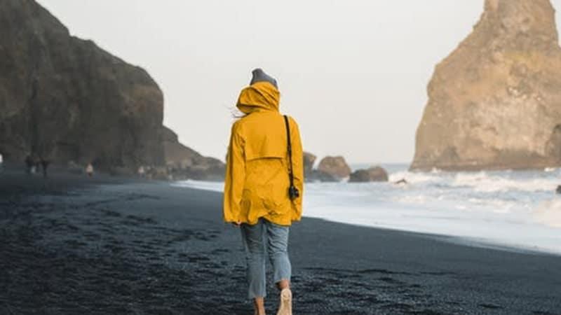 Kata-Kata Liburan ke Pantai - Berjalan di Pantai