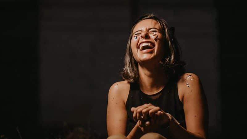 Kata-Kata Tertawa Bahagia - Gambar Utama