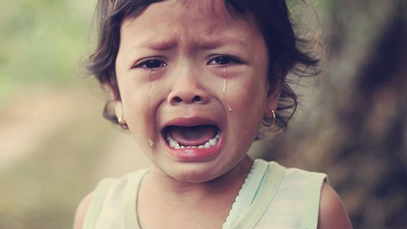 Kata-Kata Capek Jadi Orang Baik - Anak Perempuan Menangis