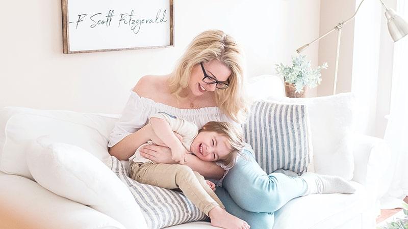 Kata-Kata Bahagia Bersama Anak - Ibu Anak Tertawa