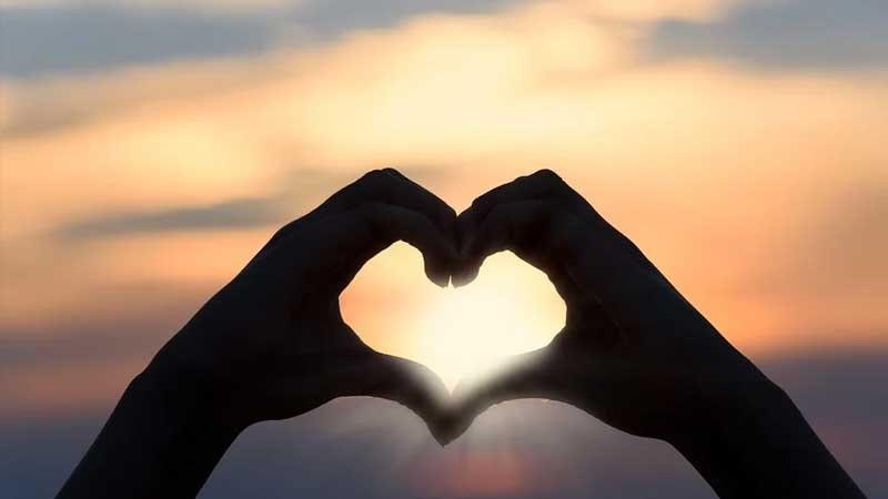 Kata-Kata Harapan Cinta - Tangan Berbentuk Hati