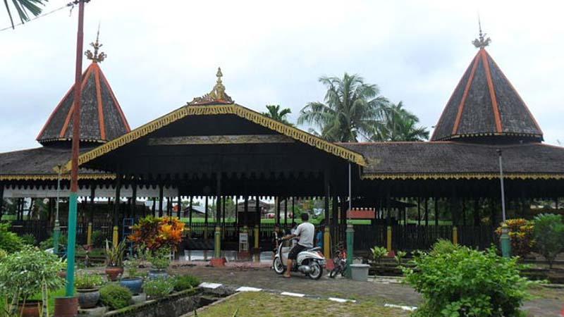 Pendiri Kerajaan Banjar - Kompleks Pemakaman Sultan Suriansyah